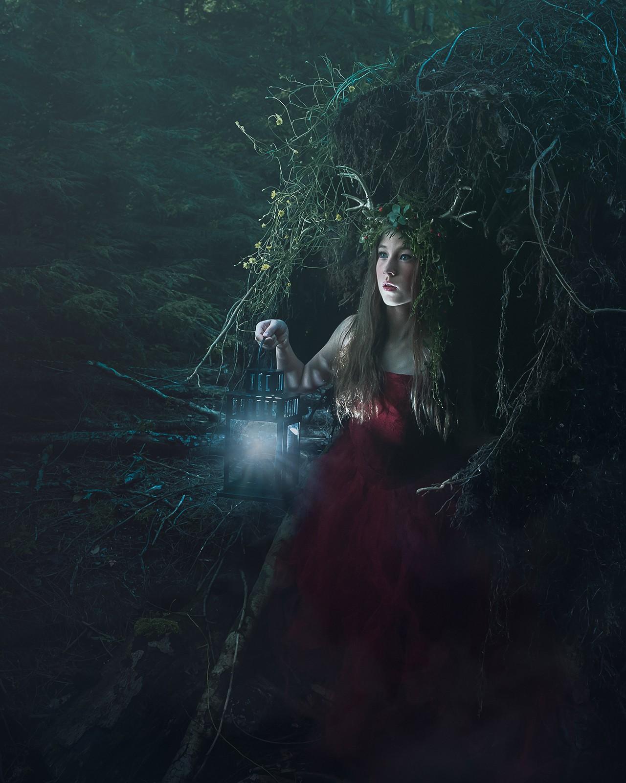 alana-lee-photography-girl with antlers.jpg