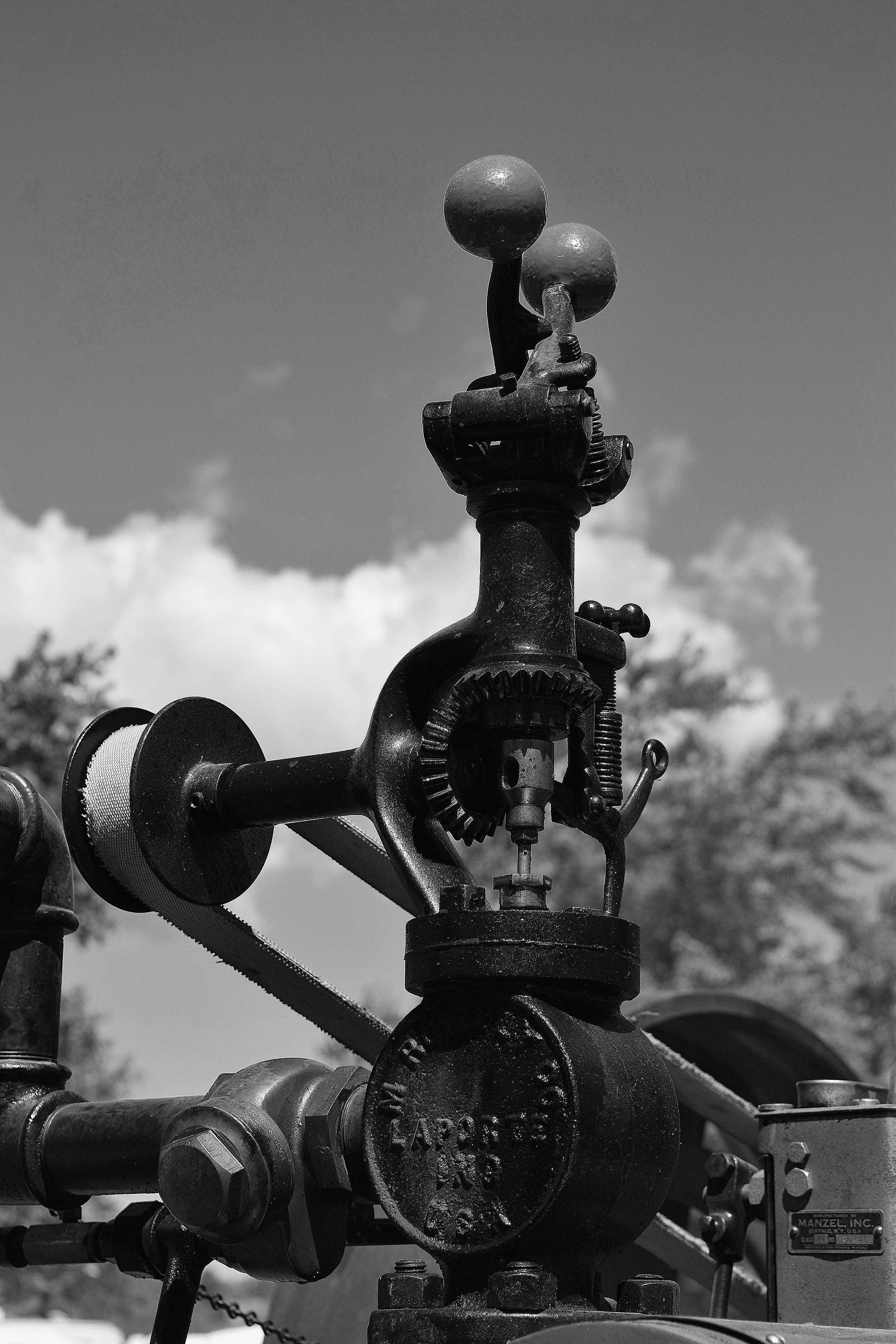 centrifugal governorbw.JPG