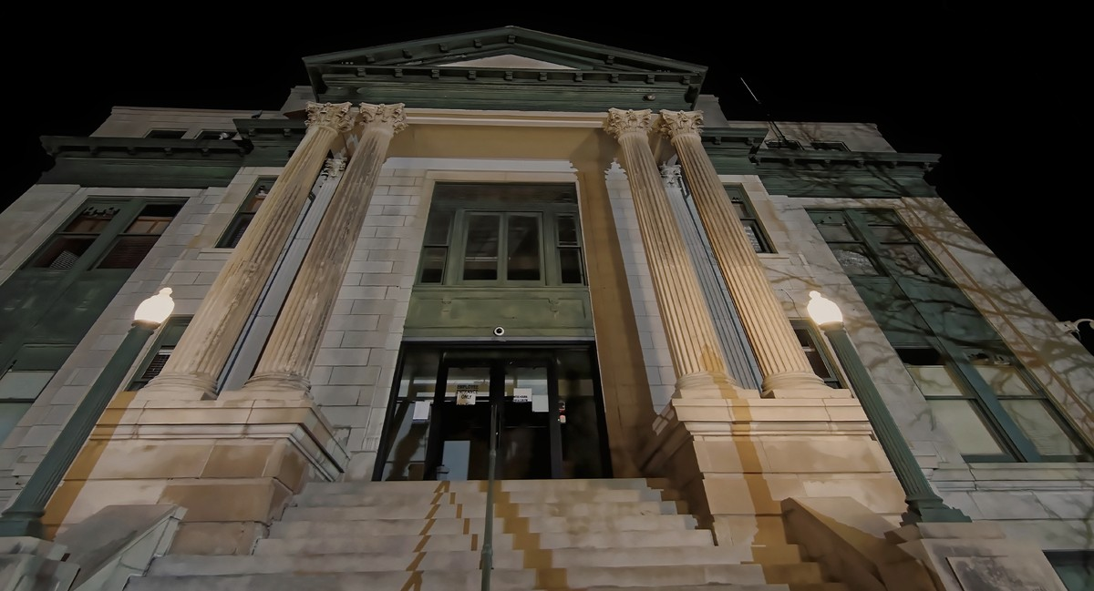 courthouse steps_DxOsmall.jpg