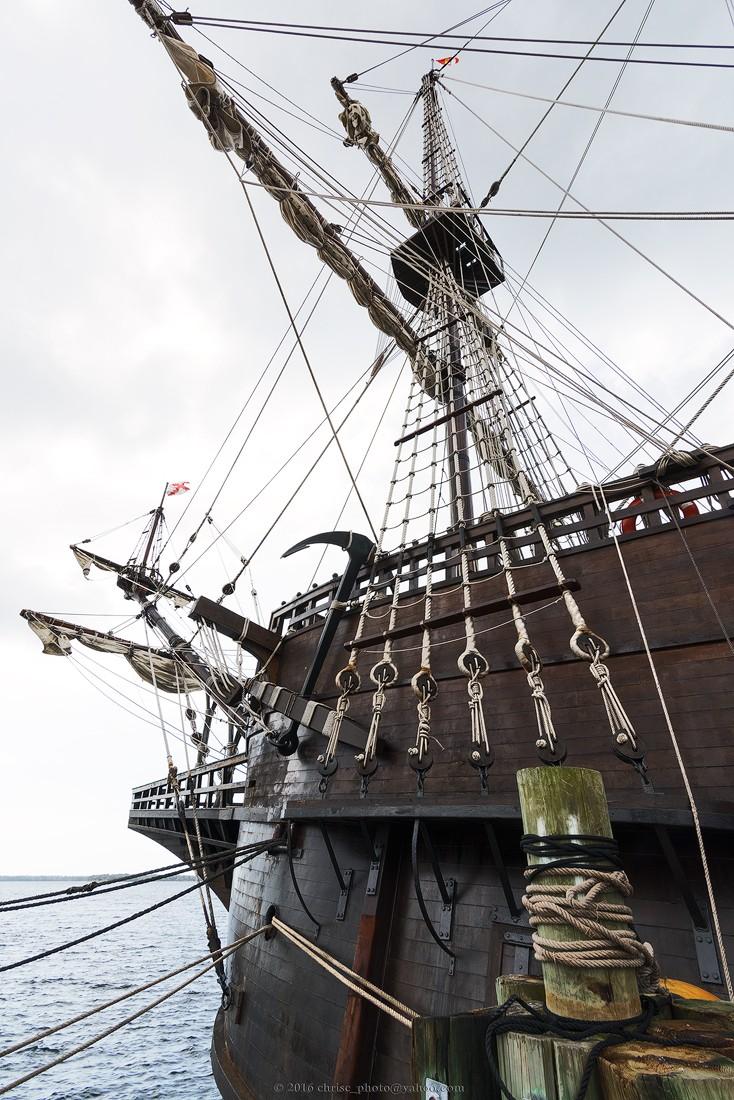 el-galeon-tethered-dockside.jpg