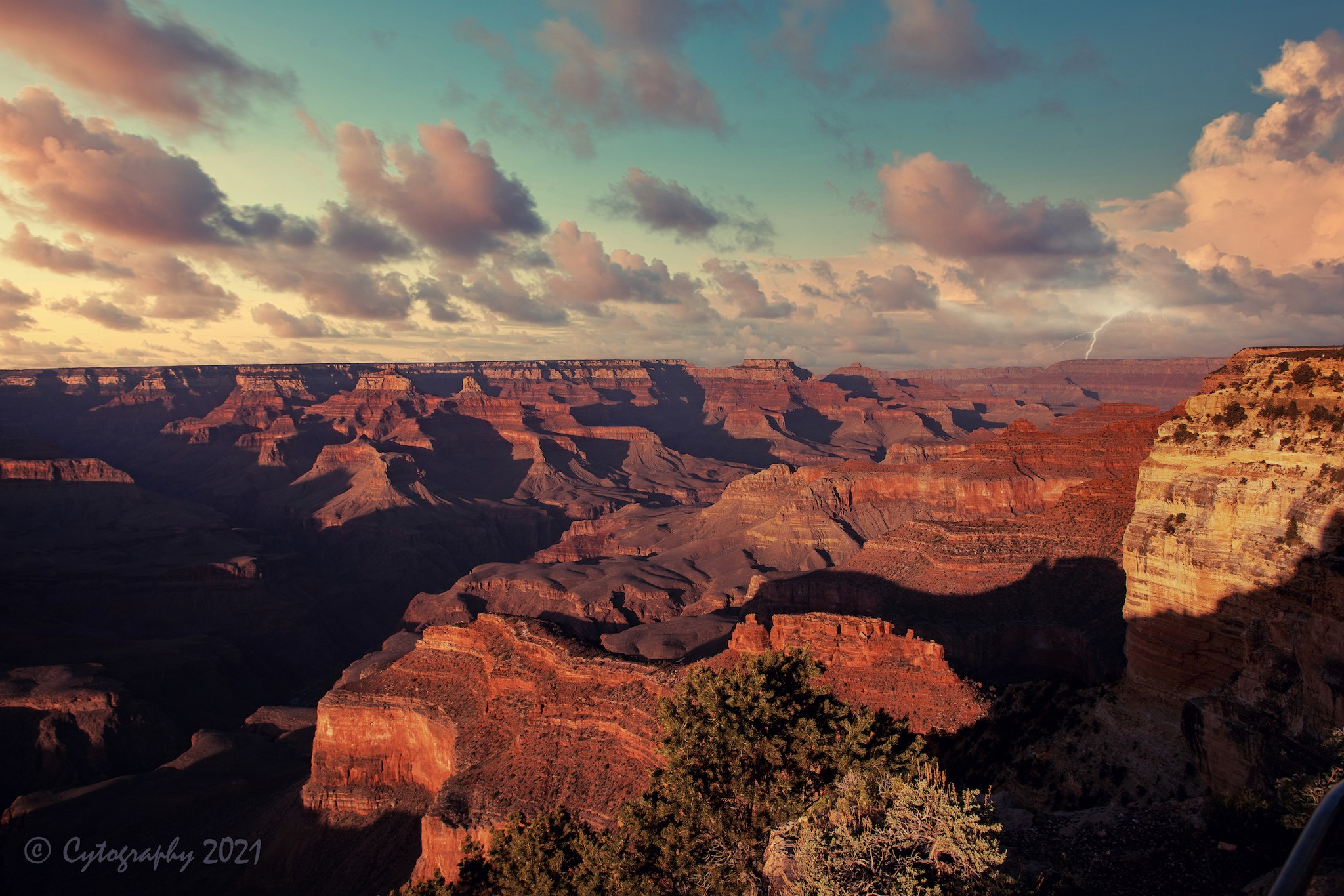 Grand Canyon-LUM1 2MB copy.jpg