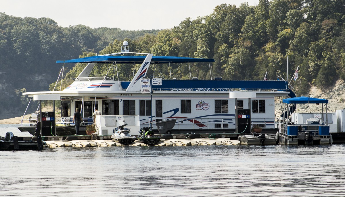 Houseboat Sideview.JPG