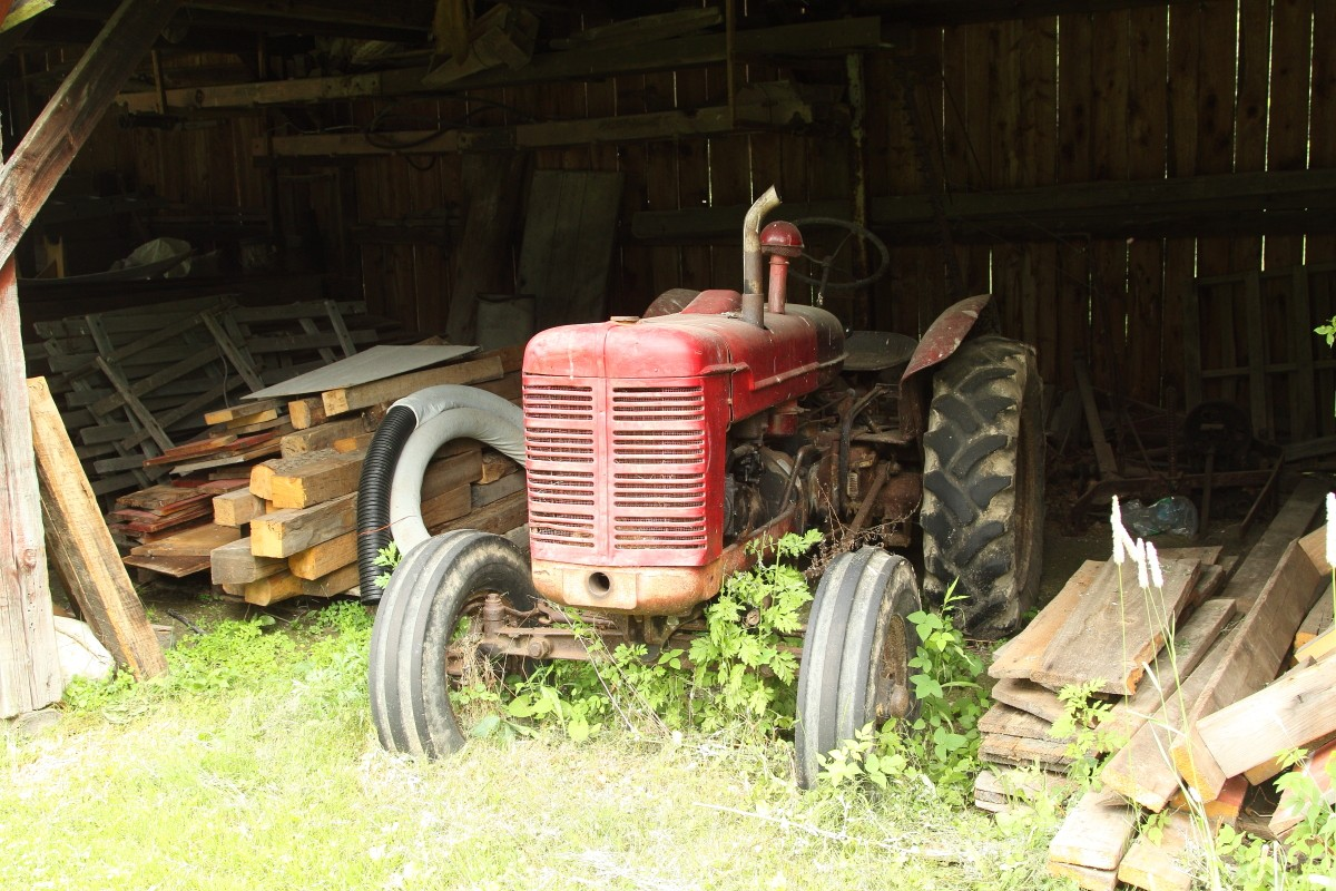International Harvester tractor_S_0474.JPG