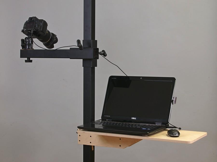 Laptopn front on stand.jpg