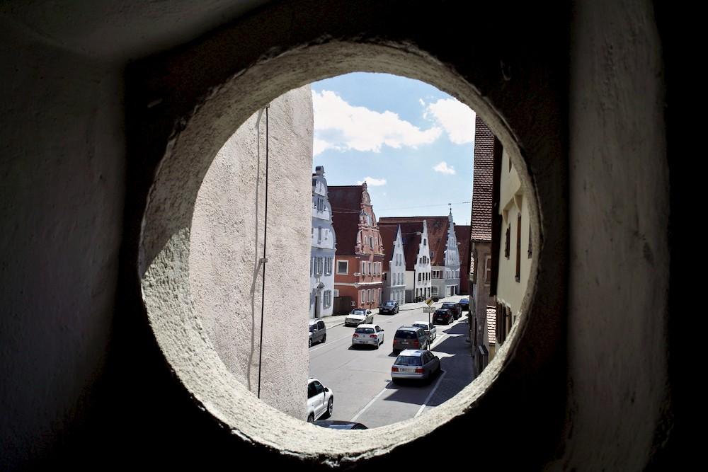 porthole in tower nördlingen - 1.jpg