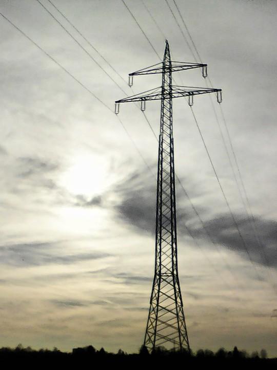 pylon looking up - 1.jpg
