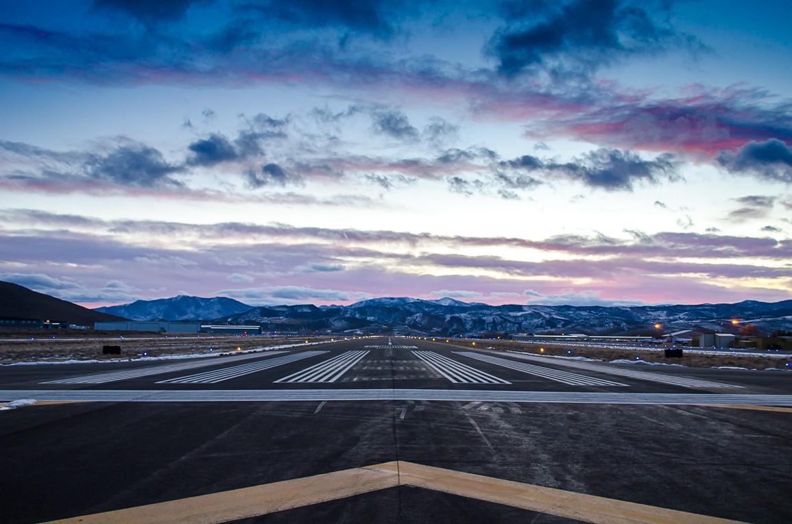 Runway 09.jpg