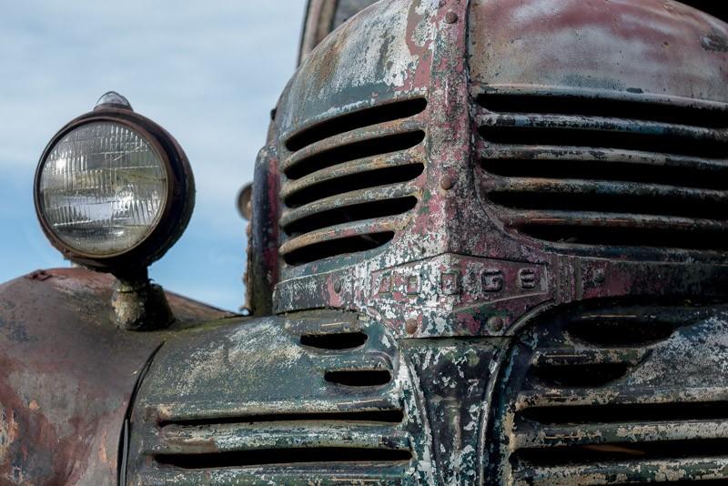 rusted car-1.jpg