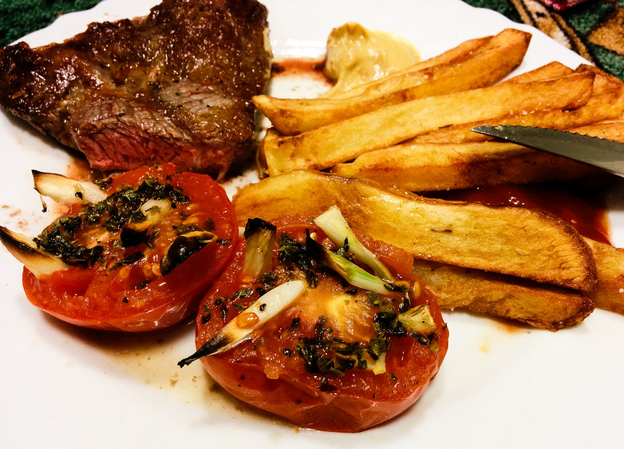 steak and grilled tomatoes.jpg