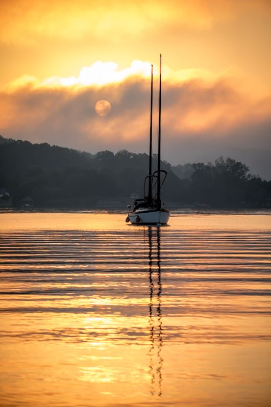 Sunrise_With_Boat_&_Sun[2].JPG