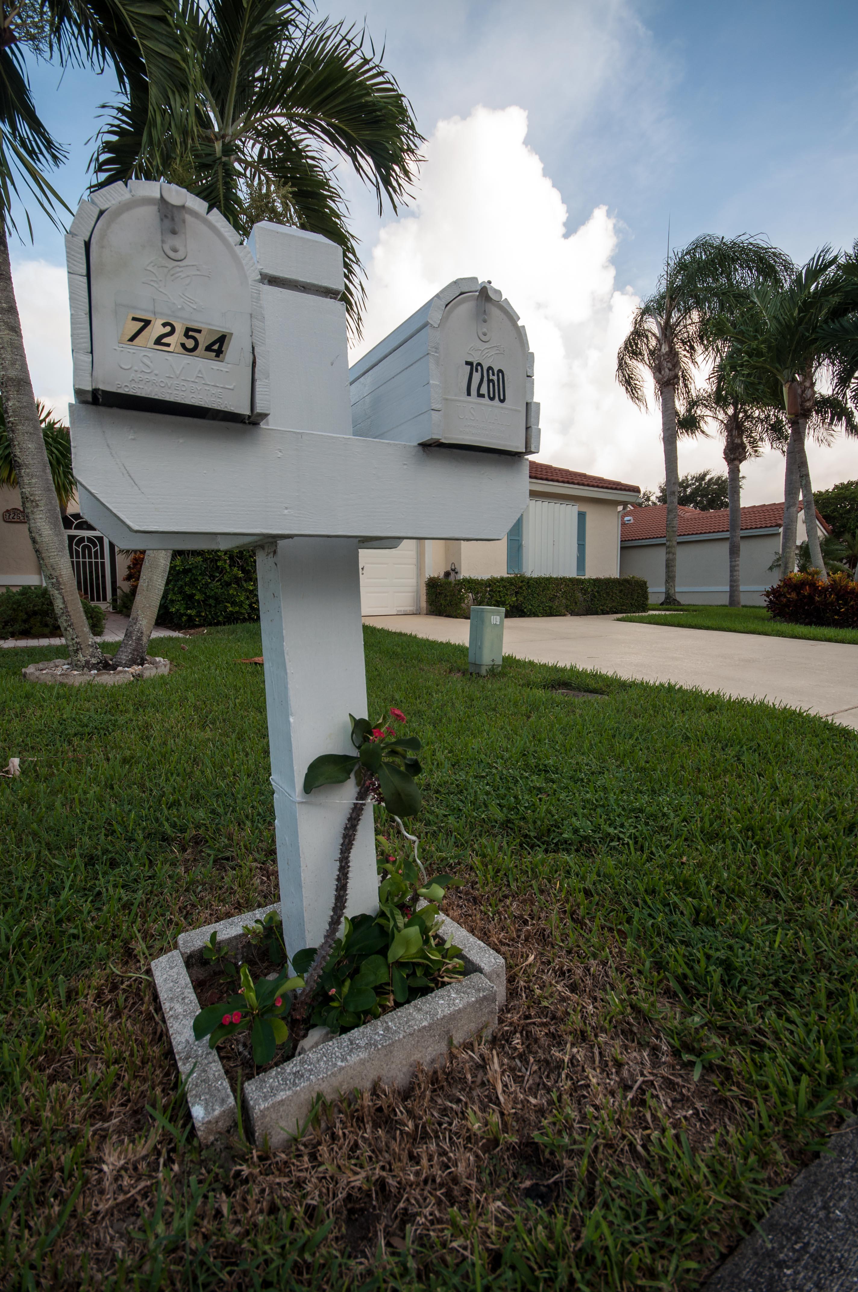 Tied Mailbox (1 of 1).JPG