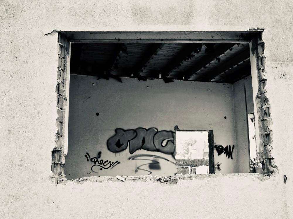 window graffiti - 1.jpg